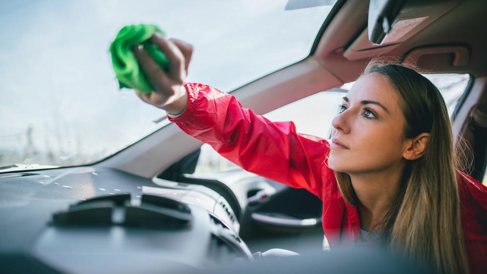 Los 10 mejores trucos baratos para lavar el coche estas vacaciones (Vídeo)
