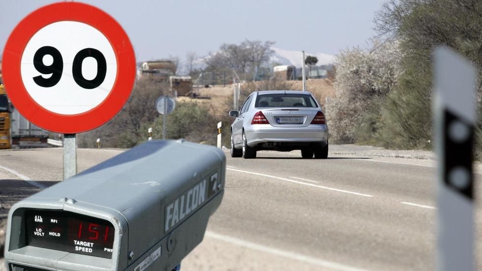 La DGT anuncia sus novedades en 2019: menos velocidad, más radares y multas al móvil…
