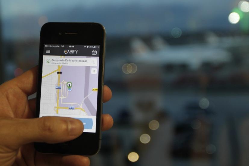 Los tribunales anulan las restricciones a los coches VTC de Uber y Cabify: así pueden operar