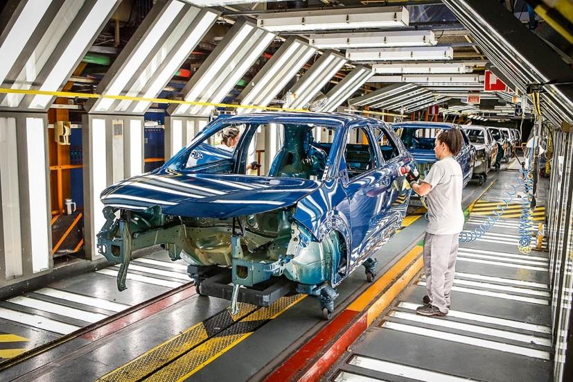 ¿Crisis en el automóvil? Despidos en marcas y el mercado chino, a la baja