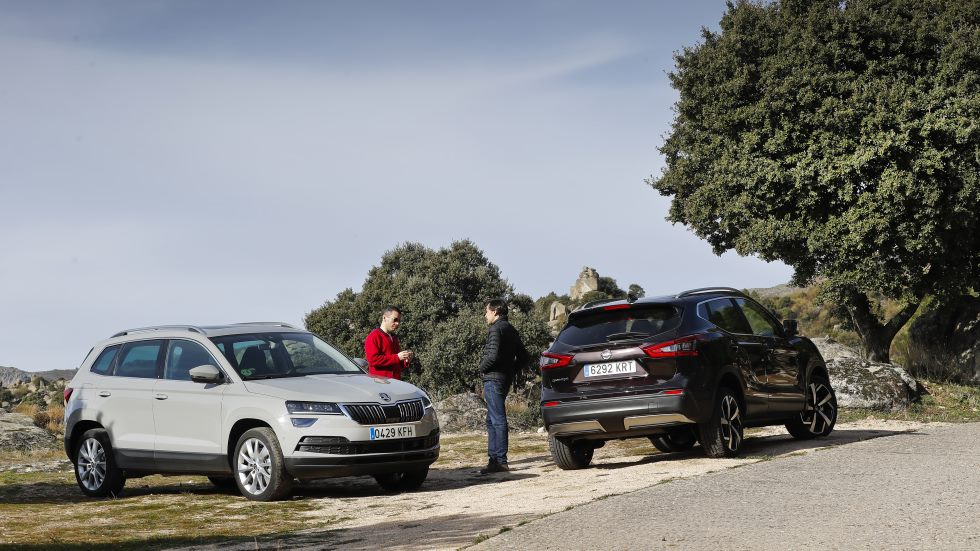 Nissan Qashqai DIG-T vs Skoda Karoq TSI: buscamos el mejor SUV de gasolina