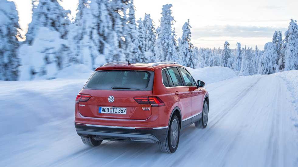 Conducción con nieve y hielo: trucos para conducir con seguridad y otros consejos