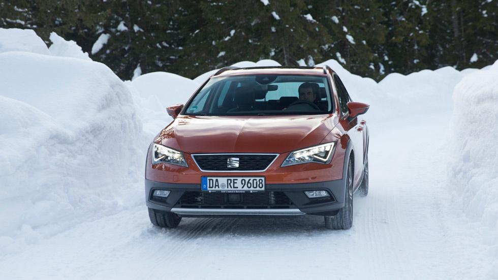 Jordi Gené, piloto profesional, te enseña a conducir sobre nieve (VÍDEO)