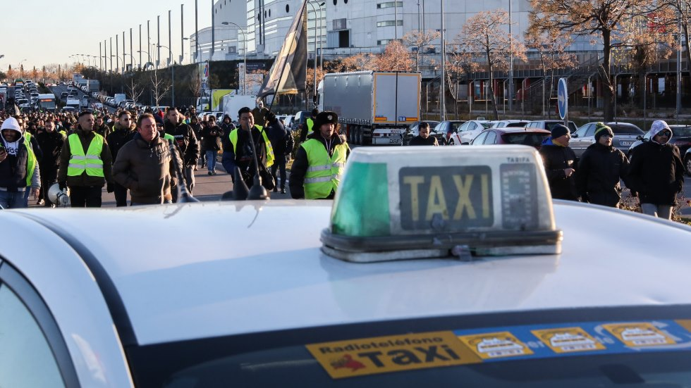 Así son las multas por bloquear carreteras: la Guardia Civil ya sanciona