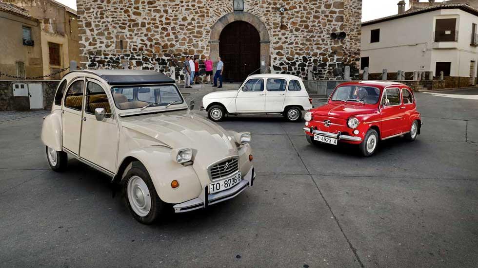 """Probamos los mejores """"coches del pueblo"""": Seat 600, Citroën 2CV y Renault 4"""