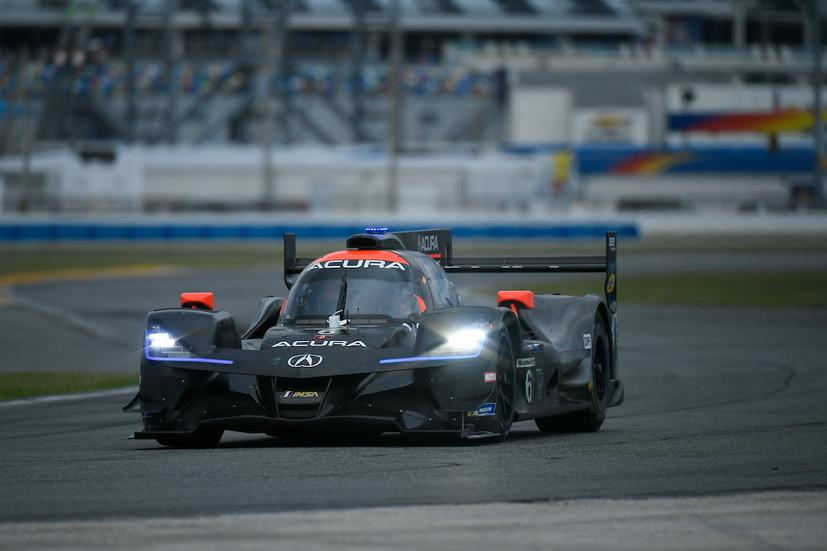 24 Horas de Daytona: Montoya líder tras la primera hora