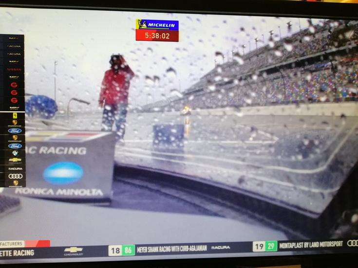 24 Horas de Daytona: Se reanuda la carrera con 5h35' por delante y Alonso lidera bajo la lluvia