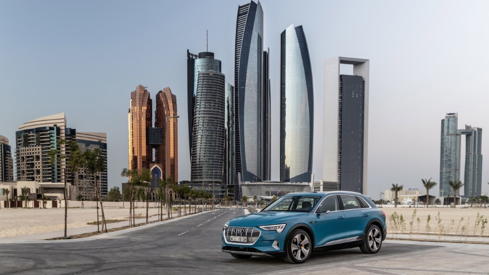 Recorremos Abu Dhabi con el nuevo Audi e-Tron: ¿el fin del petróleo?