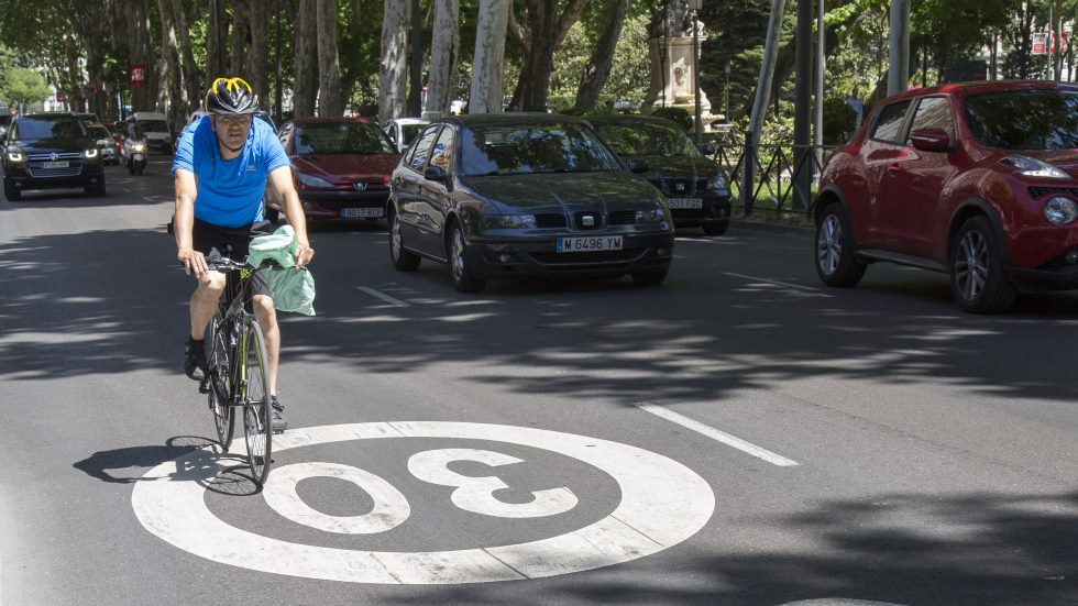 Todas las normas urbanas, límites de velocidad y multas que la DGT aprobará por decreto