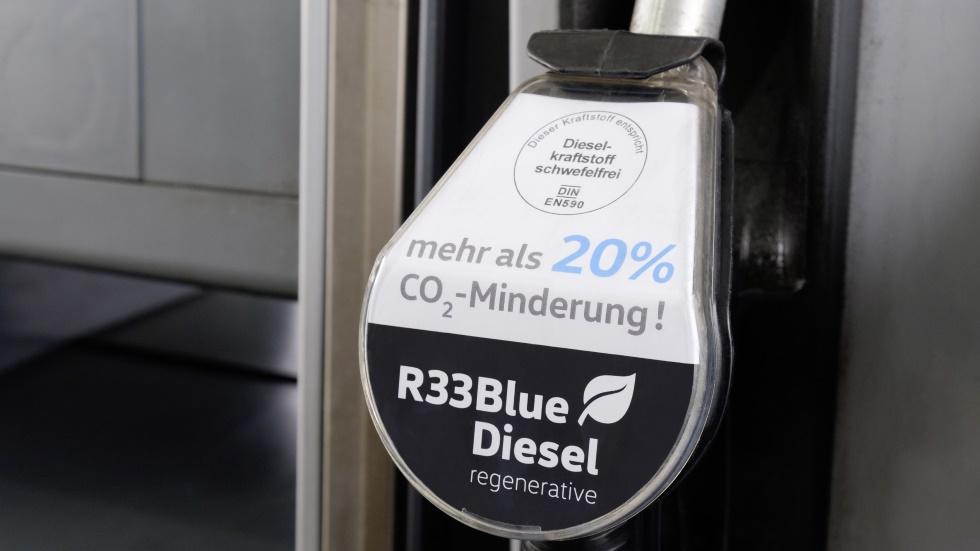 Qué es el Diesel R33: el nuevo gasóleo azul para tu coche que rebajará emisiones
