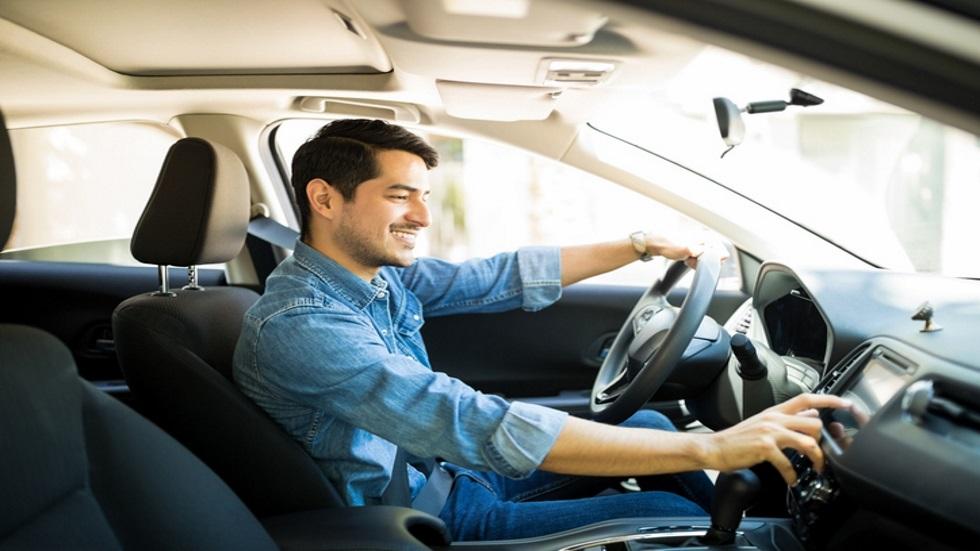 ¿Cuál es la mejor música para conducir un coche?