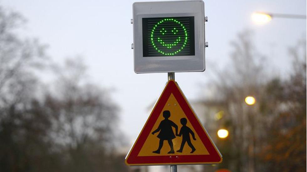 Así es el nuevo radar que alerta de la velocidad con emoticonos