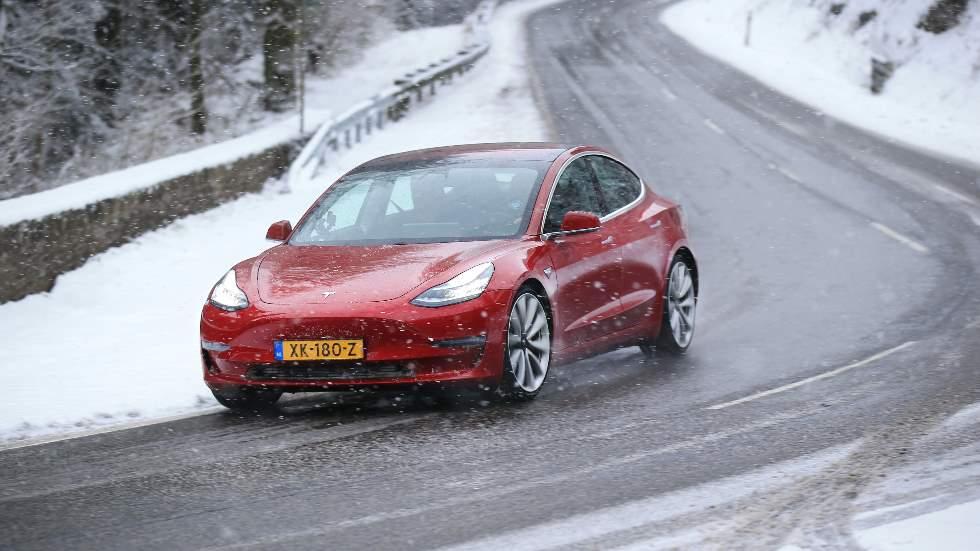 """A prueba el Tesla Model 3, el súper eléctrico """"rival"""" de BMW M3 y Audi RS 4"""