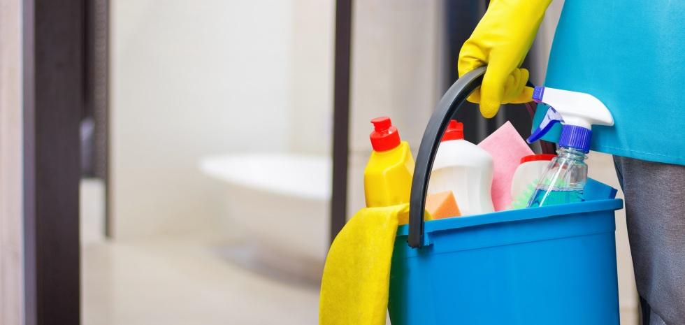 La limpieza de la casa contamina más que los coches