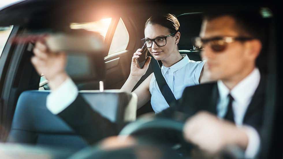 El Gobierno busca chóferes para sus coches oficiales: así es la oferta de empleo