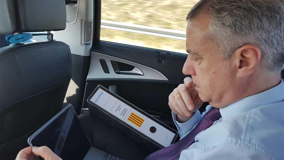 Guardias Civiles recuerdan al Lehendakari que debe usar cinturón y responde, ¿lo llevaba?