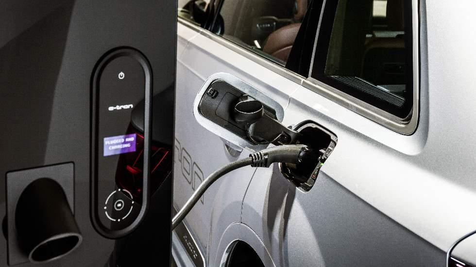 Carga tu coche eléctrico mientras te tomas un café: te contamos cómo