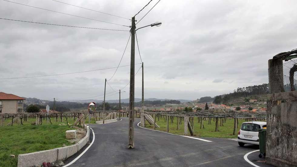 5 postes de la luz en mitad de una carretera: ver para creer