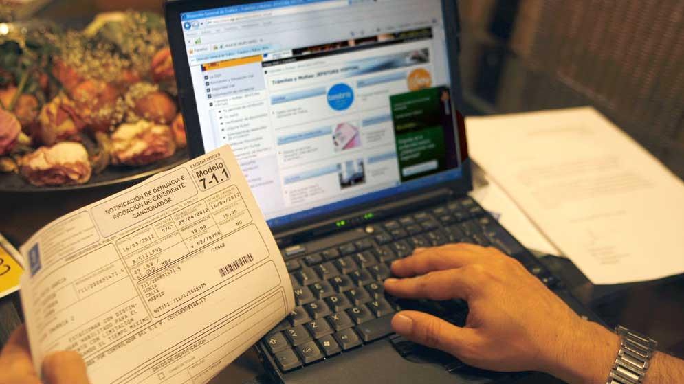 Las multas de Madrid Central y las etiquetas de la DGT son cuestionables legalmente