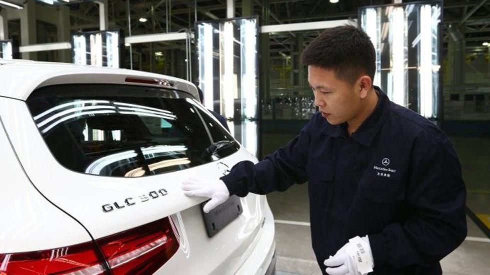 Mercedes llama a revisión a 100.000 coches por fallos en la dirección