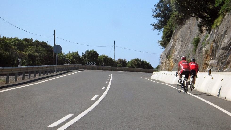 La estafa del ciclista: la policía alerta de un nuevo tipo de robo en carretera