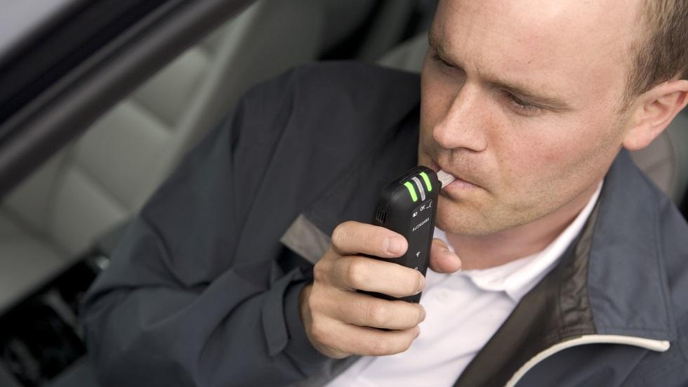Europa debate sobre sistemas que eviten conducir bajo efectos del alcohol