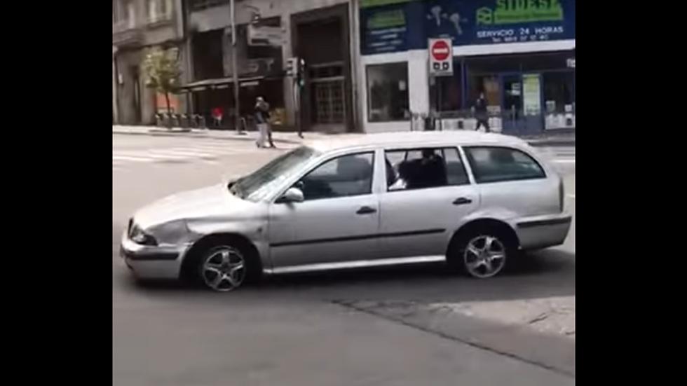 Así circulaba una conductora: borracha y sin dos de los neumáticos