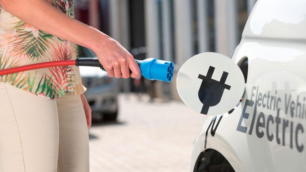 La autonomía del coche eléctrico aumenta un 135% en 6 años