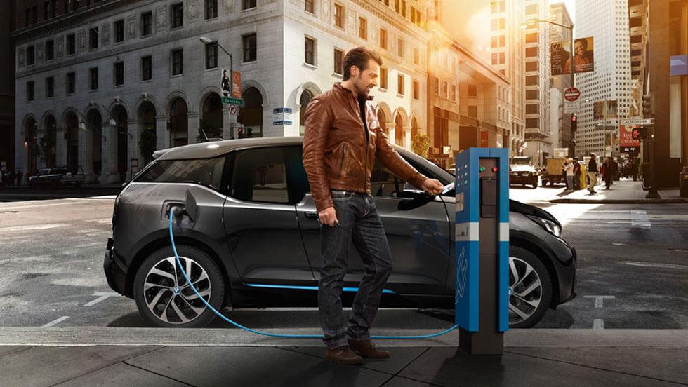 Luz más barata por la noche para cargar coches eléctricos: lo que quiere el Gobierno