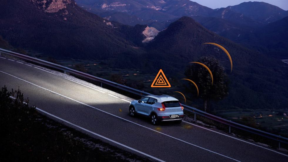 Los coches se comunicarán entre sí de los accidentes y peligros en las carreteras