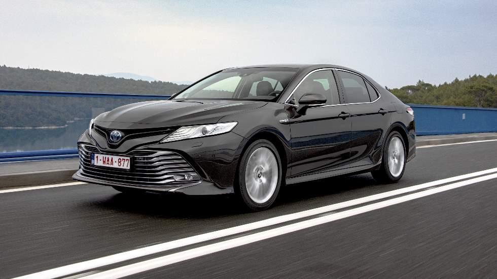 Toyota Camry Hybrid 2019: así es la nueva berlina híbrida que llega a Europa (vídeo)