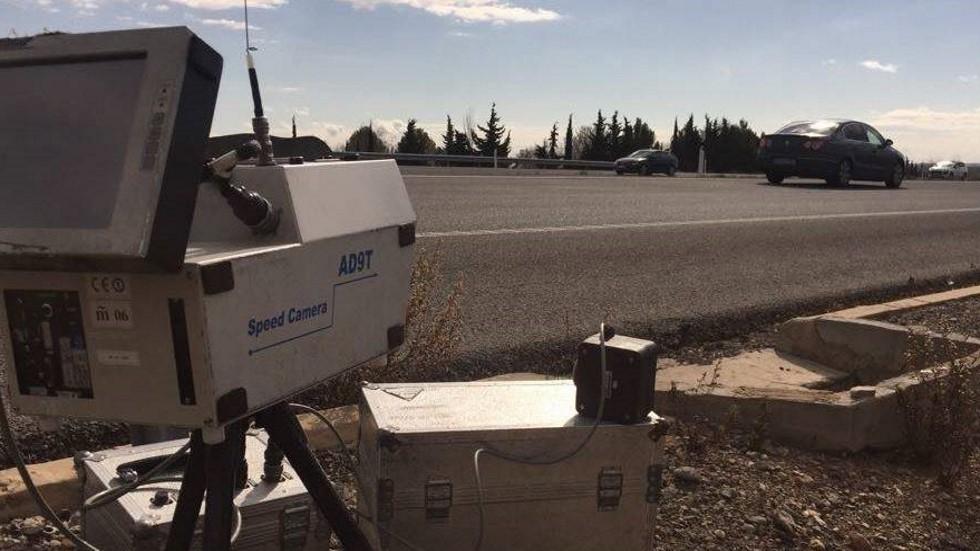 Radares en cascada: el nuevo método de la policía para multar por velocidad