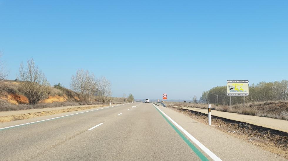 Líneas verdes en carretera: qué son, qué controlan, dónde están… ¿se multa?