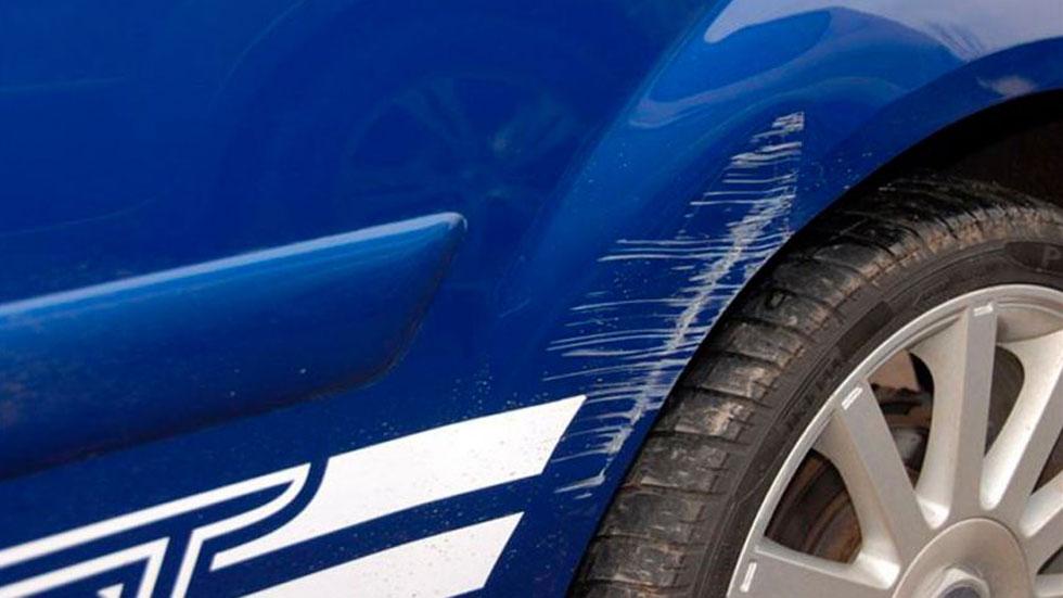 Los mejores consejos y trucos infalibles para arreglar los arañazos de tu coche