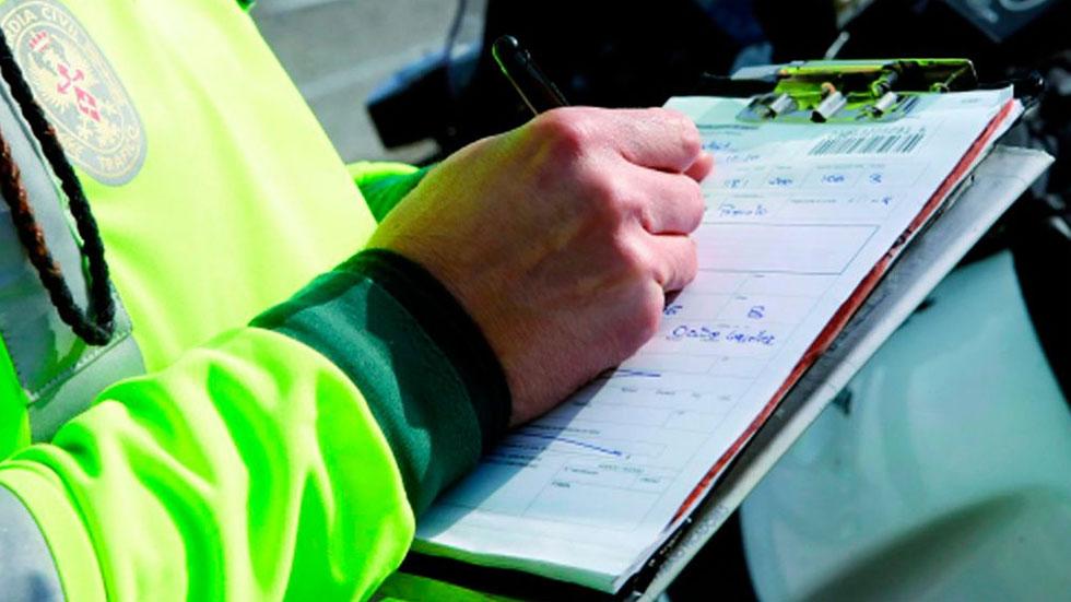 El teléfono 902 de la DGT (de pago) para reclamar las multas de tráfico: ¿por qué?