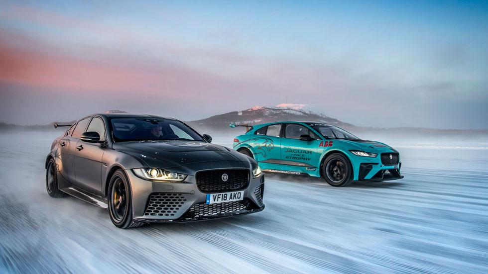 Jaguar I-Pace eTrophy vs XE SV Project 8: duelo entre el SUV y la berlina sobre hielo