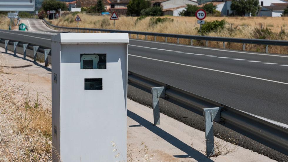 Radares y nuevos límites: ¿desde qué velocidad quitan puntos y cuáles son las multas?