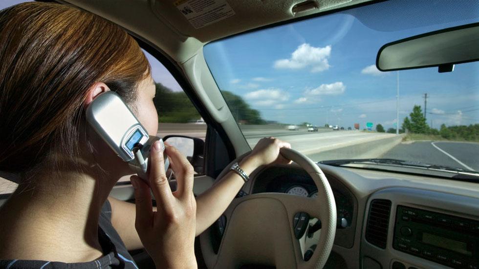 Las cámaras de cinturón de la DGT ya multan también por usar el móvil: dónde están todas