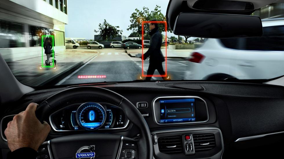 Los 12 nuevos sistemas obligatorios en coches y su calendario: de cajas negras a frenada autónoma