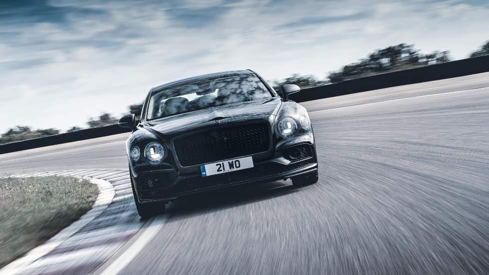 Bentley Flying Spur 2020: gentleman por fuera, rabioso deportivo por dentro