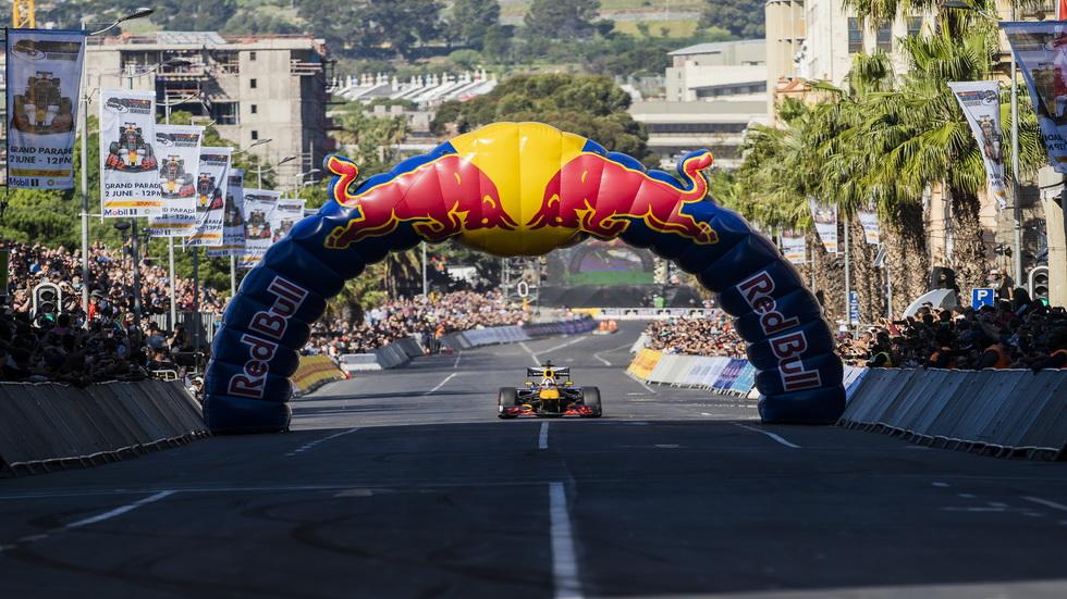 David Coulthard con el Red Bull RB7 en Ciudad del Cabo