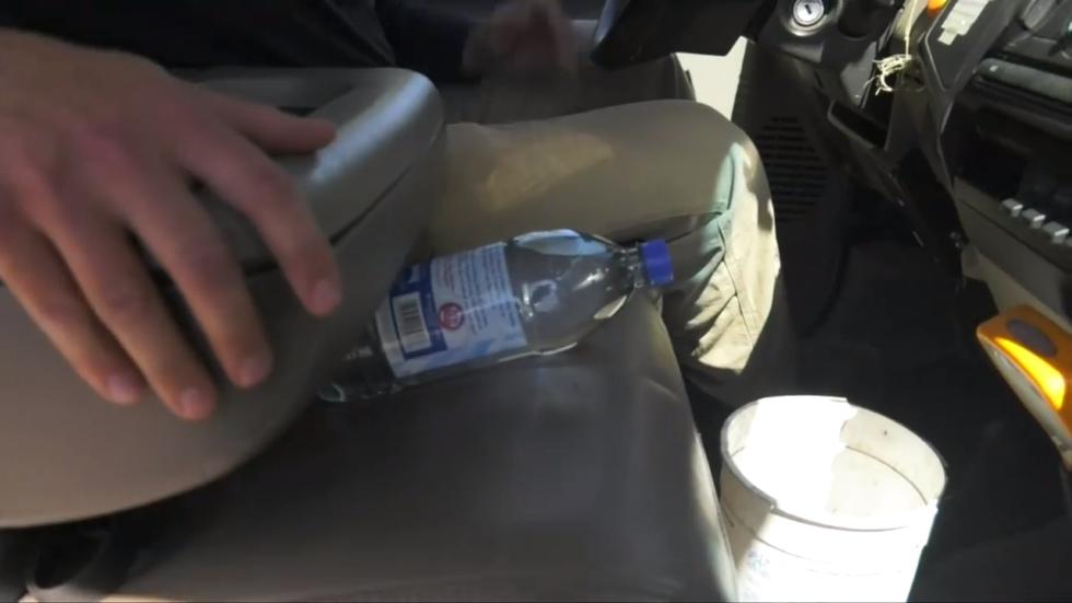 Por qué dejar botellas de agua en tu coche es un gran peligro y puede ser mortal