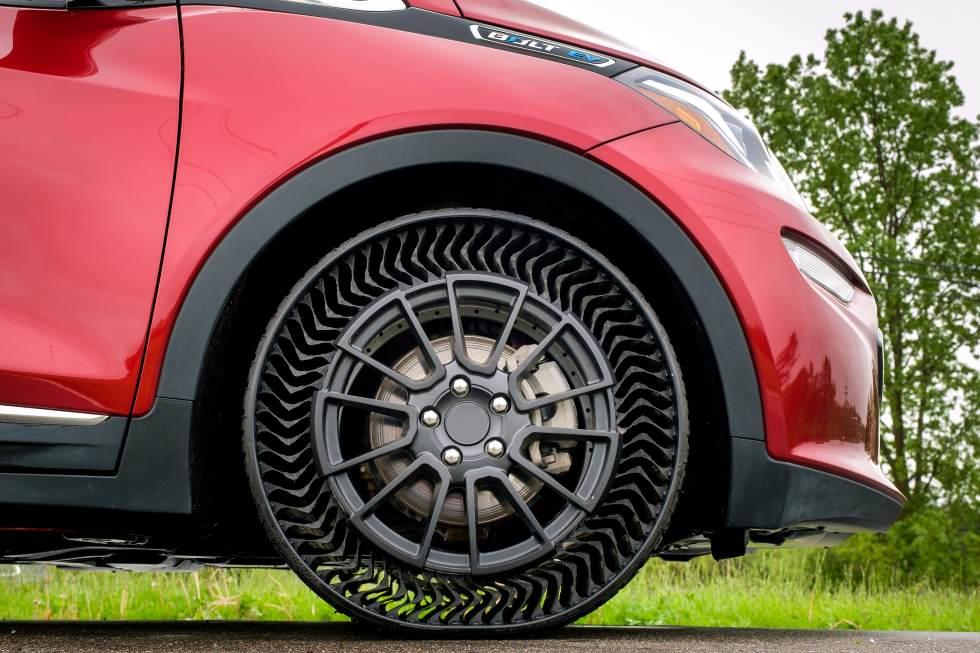 Michelin Uptis: así es la rueda impinchable y que nunca reventará (VÍDEO)