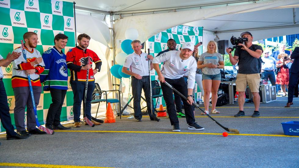 GP de Canadá de F1: Bottas visitó la sede de Petronas en Calgary