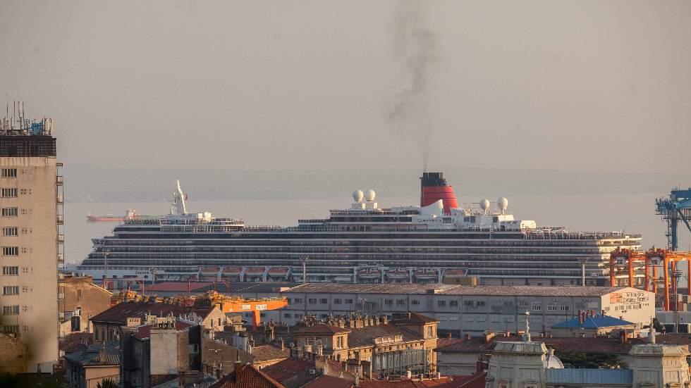 Cuánto contaminan los cruceros y cuánto los coches: ¿aquí no hay restricciones?