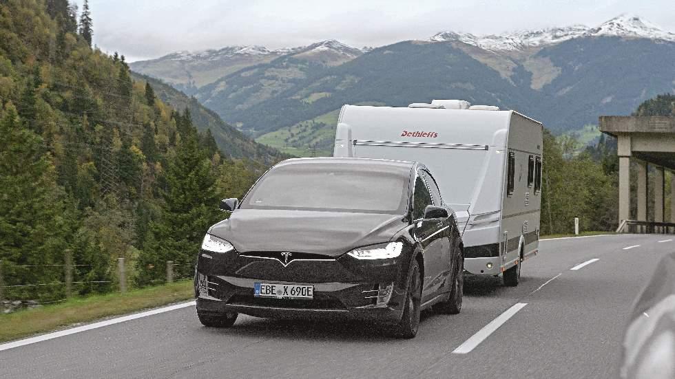 Dudas: remolcar una caravana, ¿mejor con un coche híbrido o un diésel?