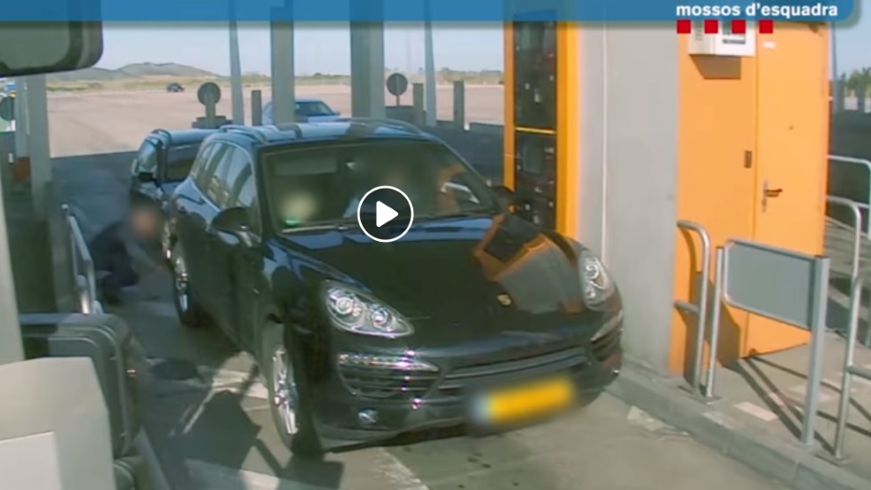 """Los """"pincha ruedas"""": la policía alerta en vídeo de cómo pueden robarte en carretera"""
