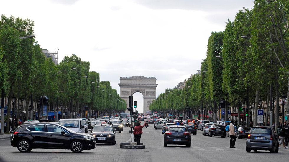 Francia prohibirá vender coches diésel y gasolina: cuándo lo harán todos los países de Europa