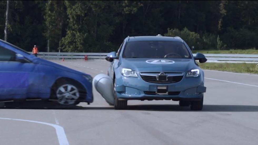 Así es el primer airbag lateral externo que pronto podría llevar tu coche