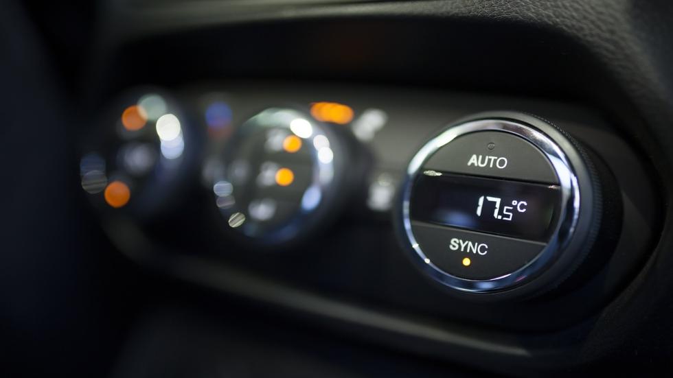 Cómo usar el aire acondicionado del coche sin disparar el consumo de combustible